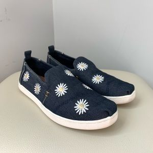 TOMS | Denim Daisy Embroidered Slip On Shoes